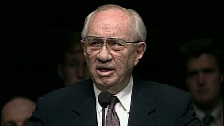 President Gordon B. Hinckley speaking at BYU
